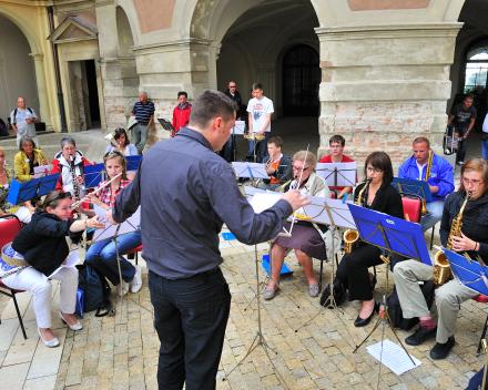 Nog even een korte repetitie voor aanvang concert Festival Austerlitz