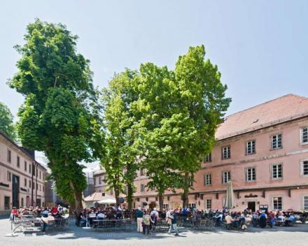 De gezellige Biergarten van klooster Weltenburg, waar we lunchen