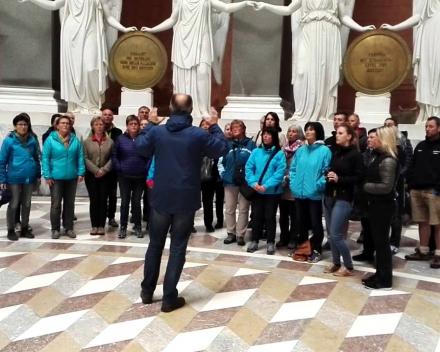 Zingen in de Befreidunghalle bij Kelheim