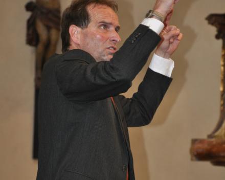 Dirigent Gezienus Veltman op onze koorreis naar Praag