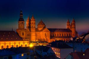 [Grootste Romaanse kerk ter wereld, de Dom van Speyer]