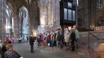 Concert voor de touristen in de Kathedraal van Straatsburg,  overdag